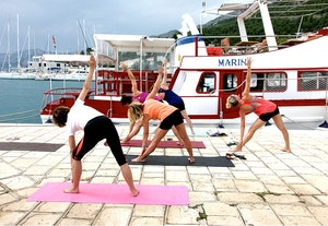 Yoga qzvxf3idzqx6yc0y0c06la